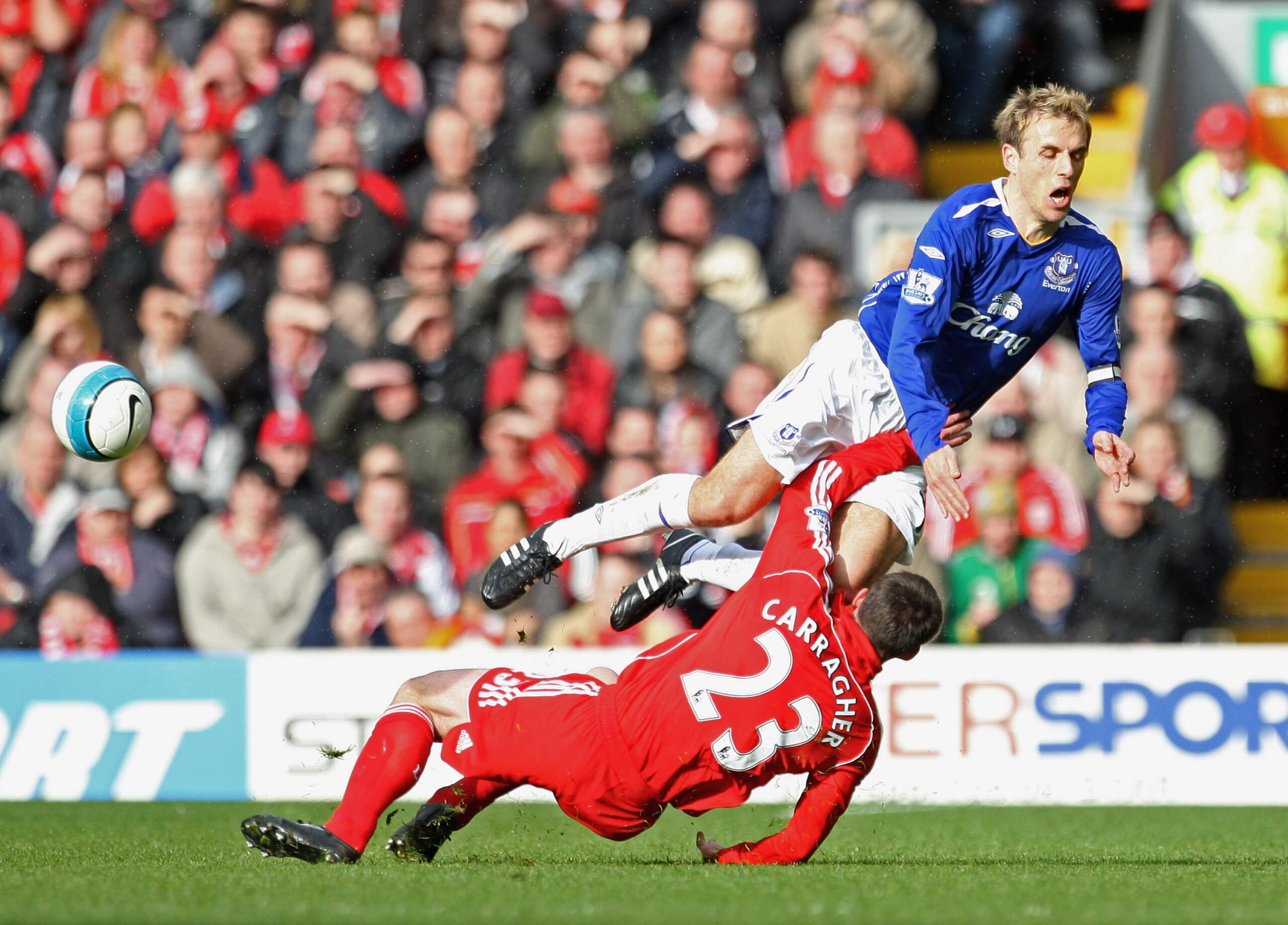 neville_carragher_30_marzo_2008_liga_laurence_griffith